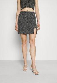 NA-KD - PAMELA REIF X ZALANDO FRONT SLIT RECYCLED MINI SKIRT - Mini skirt - black - 0