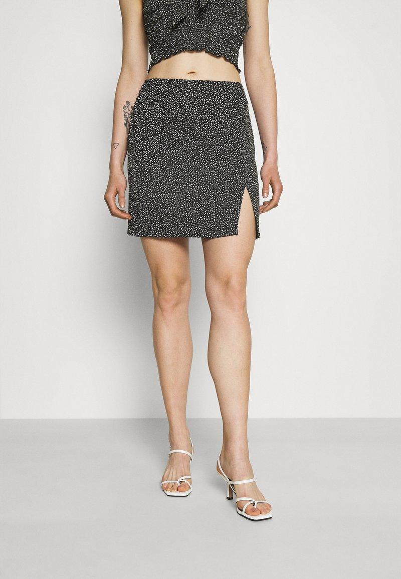 NA-KD - PAMELA REIF X ZALANDO FRONT SLIT RECYCLED MINI SKIRT - Mini skirt - black