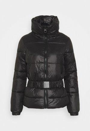 ONLTRIXIE BELTED PUFFER JACKET - Zimní bunda - black