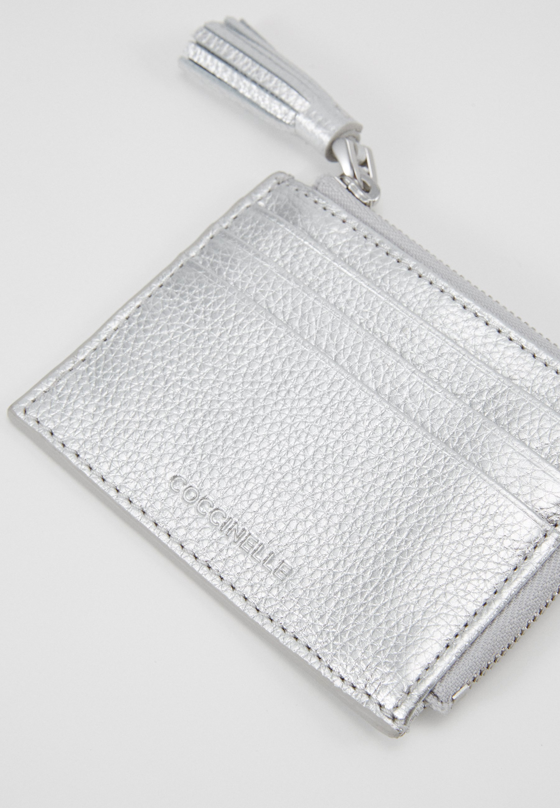 Coccinelle TASSEL CARD HOLDER - Lommebok - silver-coloured/sølv Ls2rZpWNuN550Eg
