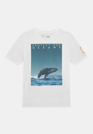 NATIONAL GEOGRAPHIC BOYS OCEANS - T-shirt z nadrukiem - optic white