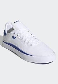 adidas Originals - SABALO - Chaussures de skate - white - 3