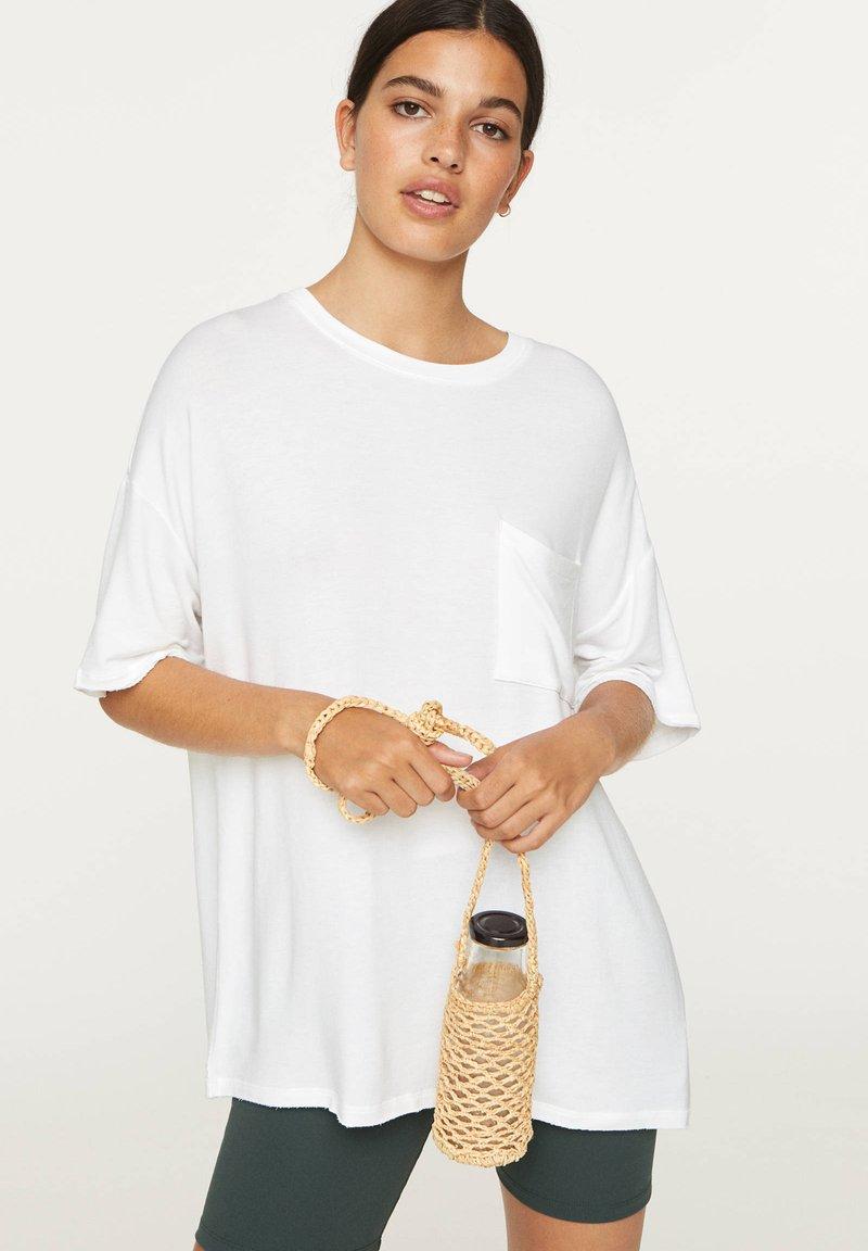 OYSHO - BASIC SHORT-SLEEVED T-SHIRT - T-shirt basique - white
