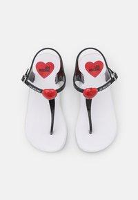 Love Moschino - Sandály s odděleným palcem - black - 4