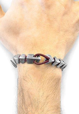 RAVEN BRIXHAM  - Bracelet - red
