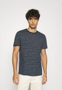 TOM TAILOR - MULTI STRIPED - T-shirts print - blue/off white - 0