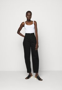 Goldsign - THE CURVE - Džíny Relaxed Fit - painted black - 1