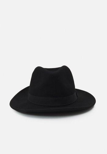 BROSCO - Hat - black