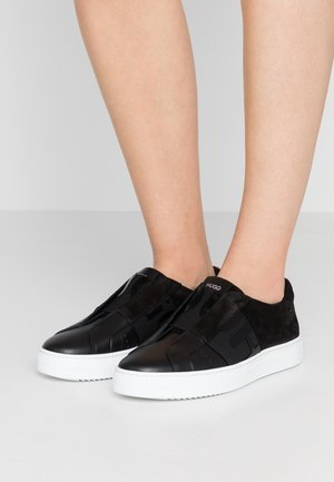 FUTURISM CUT-MIX - Mocasines - black