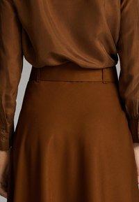 Massimo Dutti - A-snit nederdel/ A-formede nederdele - ochre - 5