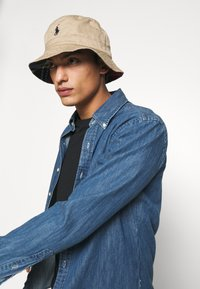 Polo Ralph Lauren - BUCKET HAT UNISEX - Hat - desert khaki/multicoloured - 1