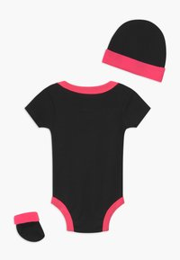 Nike Sportswear - LEOPARD FUTURA SET UNISEX - Dárky pro nejmenší - black - 1