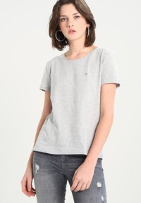 Tommy Jeans - ORIGINAL SOFT TEE - T-shirts - light grey - 0