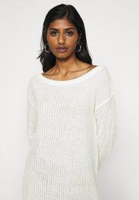 Missguided Petite - AYVAN OFF SHOULDER DRESS - Jumper dress - white - 4