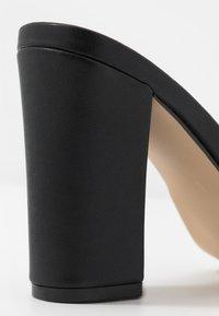 Madden Girl - BREEZE - Pantofle na podpatku - black paris - 2