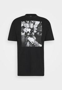 Chi Modu - DONNA BILL - Print T-shirt - black - 3