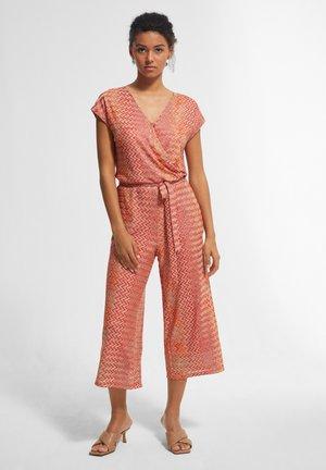 MIT ZICKZACK - Jumpsuit - coral zic zac knit