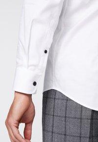 Pier One - Kostymskjorta - white - 5