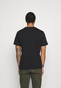 Nike Sportswear - TEE ICON - T-shirt med print - black/white - 2