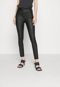Vila - VICOMMIT COATED ZIP PANTS - Jeans Skinny Fit - black - 0