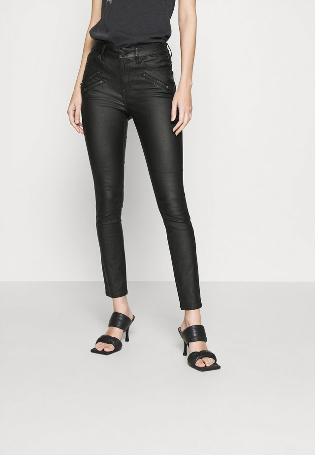 VICOMMIT COATED ZIP PANTS - Vaqueros pitillo - black