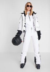 Superdry - SKI CARVE PANT - Skibroek - arctic white - 1