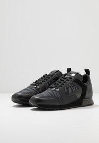 Cruyff - LUSSO ZEBRA - Sneakersy niskie - dark grey - 2