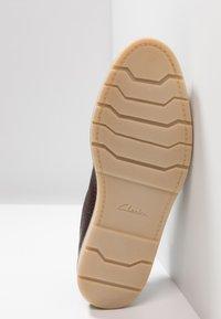Clarks - GRANDIN PLAIN - Zapatos con cordones - dark brown - 4