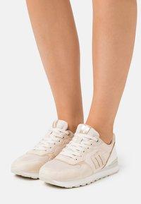 mtng - JOGGO - Sneakersy niskie - beige - 0