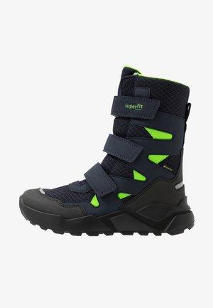 ROCKET UNISEX - Winter boots - blau/grün