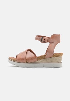Sandály na platformě - perla