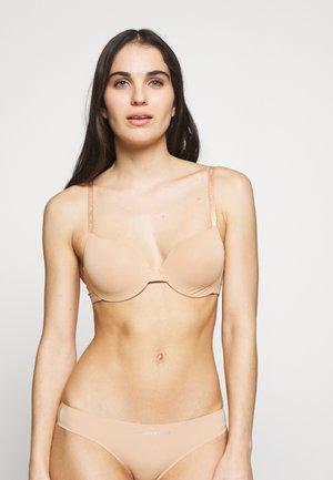 INVISIBLE BRA - T-shirt bra - cammello