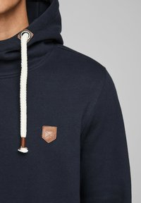 Jack & Jones PREMIUM - JPRBLUTOM HIGH NECK HOOD  - Sweat à capuche - navy blazer - 3