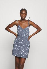 Abercrombie & Fitch - TIE STRAP SHORT DRESS - Sukienka letnia - blue - 0
