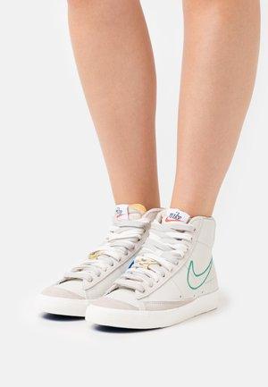 BLAZER 77 - High-top trainers - light bone/green noise/cream/sail/summit white/orange