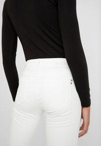 Mavi - ADRIANA - Jeans Skinny Fit - off white washed down - 5
