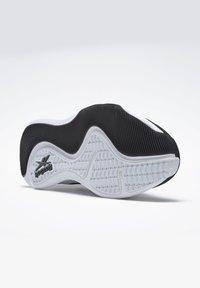 Reebok - REEBOK HIIT SHOES - Sneakers - black - 3