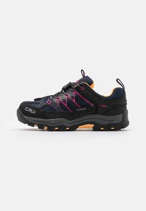 KIDS RIGEL LOW TREKKING SHOE WP UNISEX - Hiking shoes - antracite/bounganville