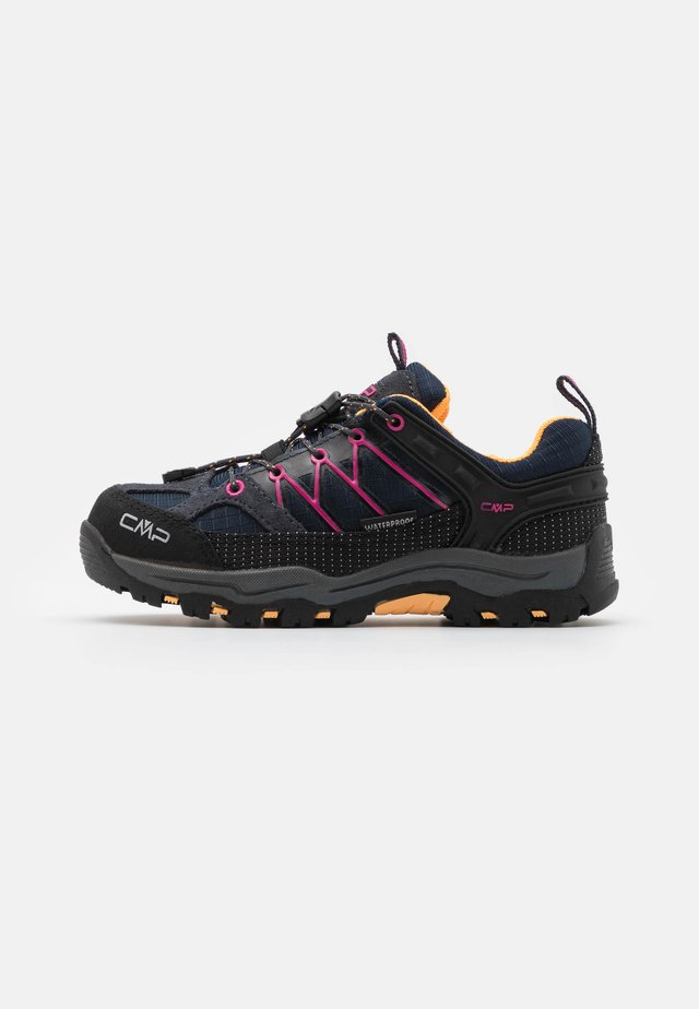 KIDS RIGEL LOW TREKKING SHOE WP UNISEX - Trekingové boty - antracite/bounganville