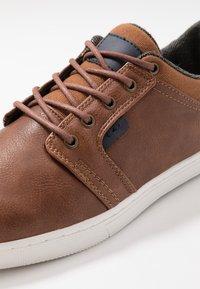 Pier One - Sneakers - cognac - 5