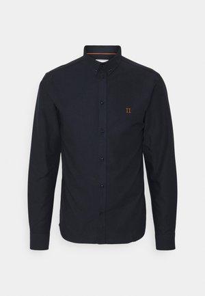 OLIVER OXFORD - Shirt - dark navy/orange