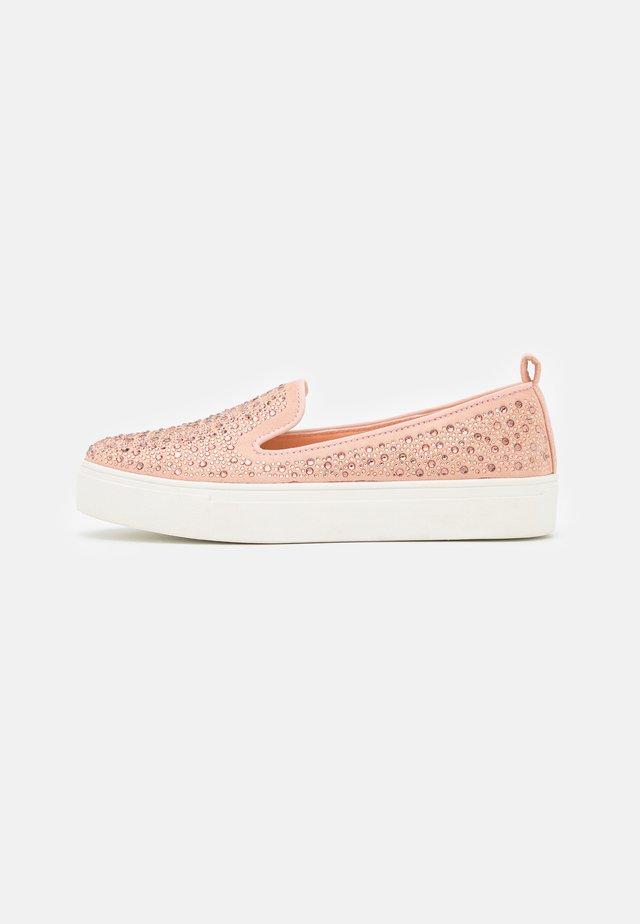 WIDE FIT ALBIE - Sneakers laag - pink