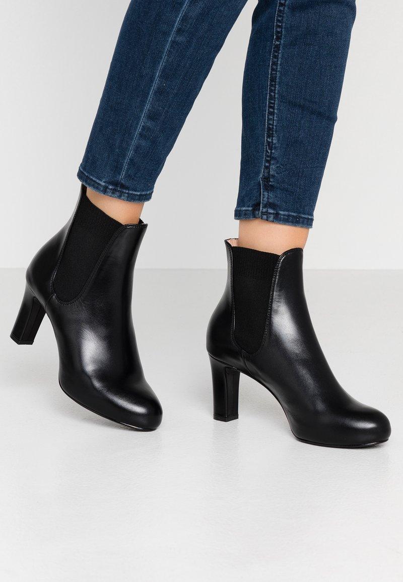 Unisa - NIRMA - Kotníkové boty na platformě - black