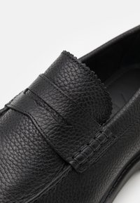 Selected Homme - SLHTIM PENNY LOAFER CLEAN - Scarpe senza lacci - black - 5