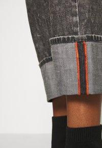 Diesel - D-REGGY - Relaxed fit jeans - black - 4