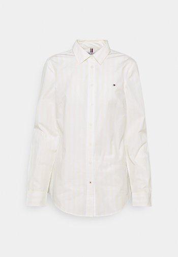 REGULAR SHIRT - Button-down blouse - banker/ frosted lemon