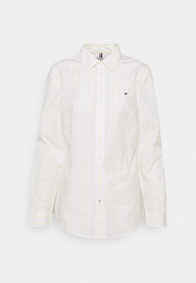 REGULAR SHIRT - Košile - banker/ frosted lemon