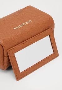 Valentino by Mario Valentino - SUPERMAN - Toalettmappe - cuoio - 4