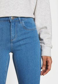 ONLY - ONLKENDELL LIFE  - Jeans Skinny Fit - light blue denim - 4