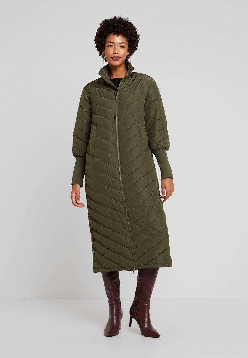 Levete Room - GIBELLA - Zimní kabát - olive night